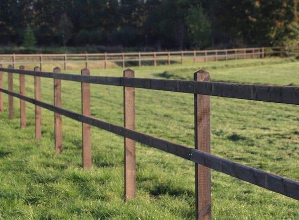 Omheining weiland, houten hekwerk paddock