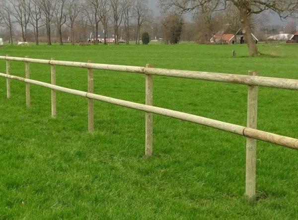 Omheining budget - goedkope houten afrastering, ronde palen