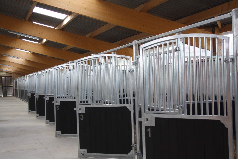 Volledig draaibare voorwanden - paardenstal