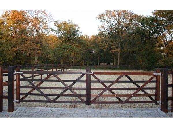 Engelse poort type London   Rutjes Paardenboxen en omheiningen