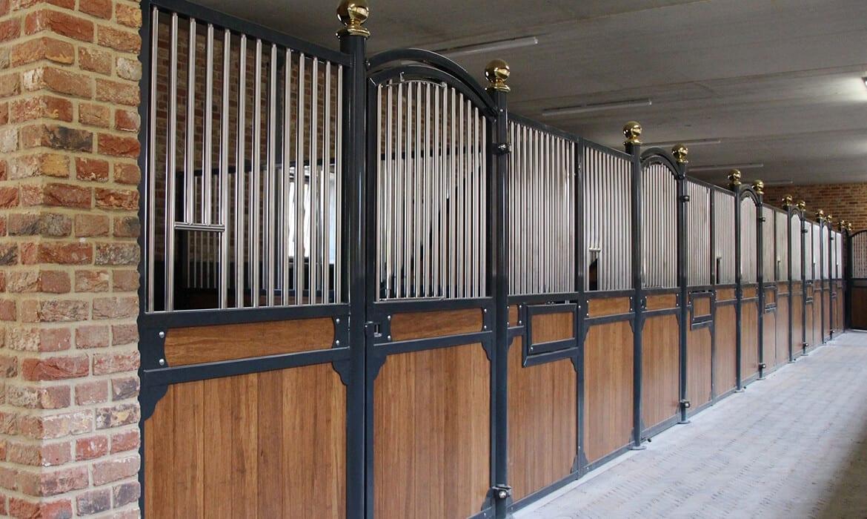 Luxe paardenstallen geschikt voor hengsten