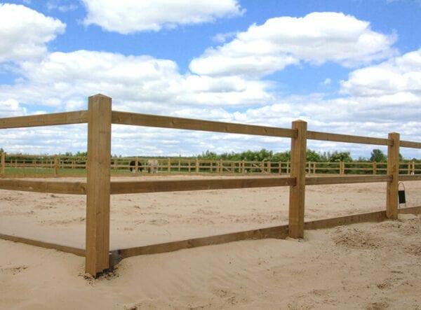omheining paardenbak - rijbak houten omheining