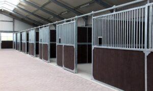 Paardenbox met schuifdeur - paardenboxen kopen