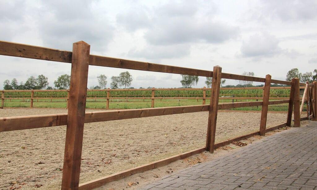 Referentie project - schuine omheining paardenbak